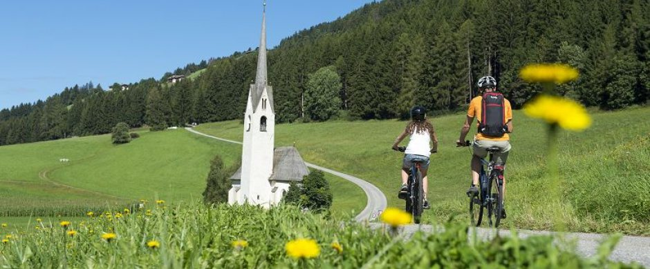 Discover the dolomites by bike